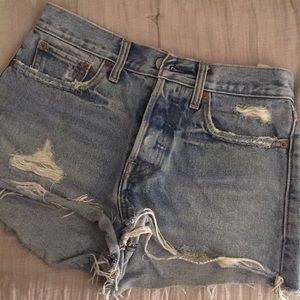 Distressed Levi jean shorts- high waisted